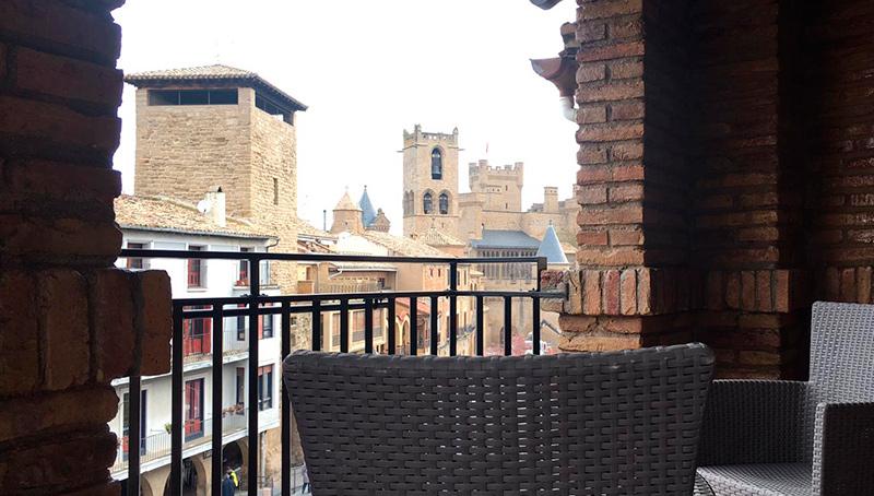 Terraza del Hotel Ducay en Olite